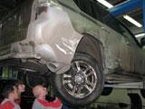 Повреждения правой задней части автомобиля Toyota Land Cruiser 150 после ДТП